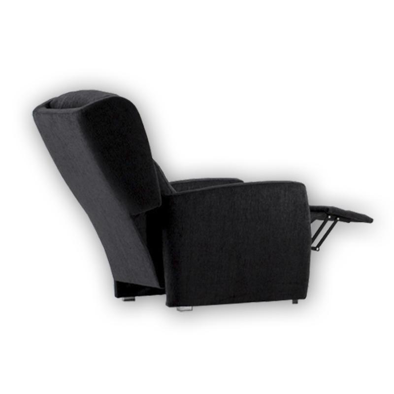 Sillón orejero con sistema relax modelo Caven de color negro.