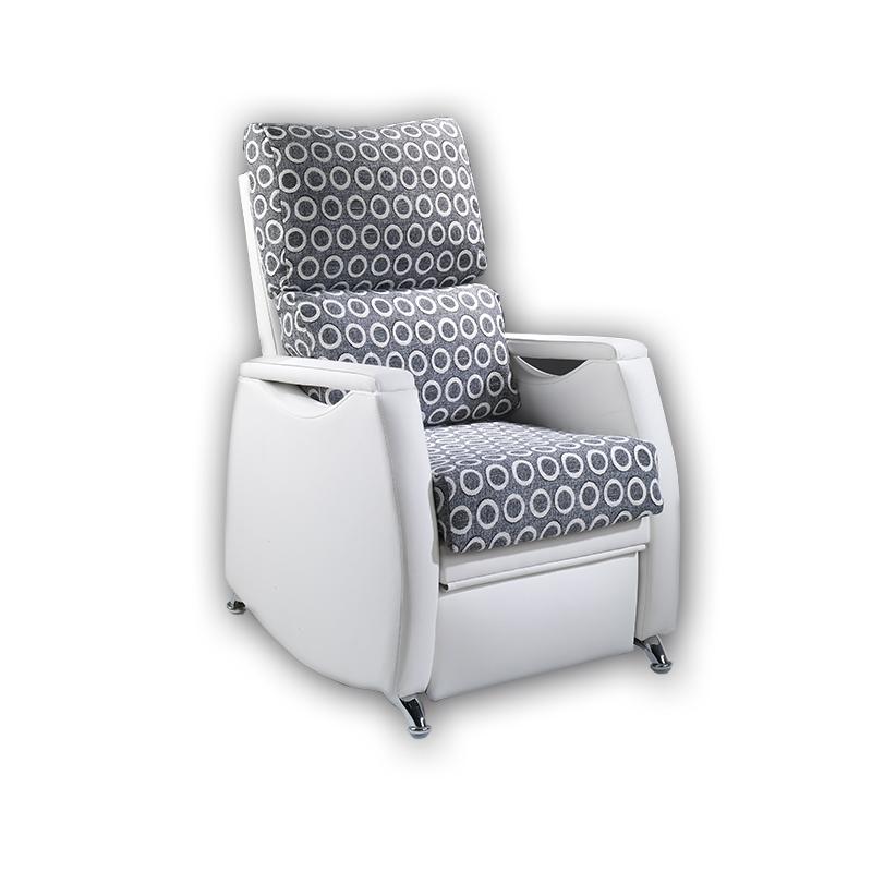 Sillón relax modelo Denia con asientos que se desplazan hacia fuera para ofrecer una mayor comodidad.