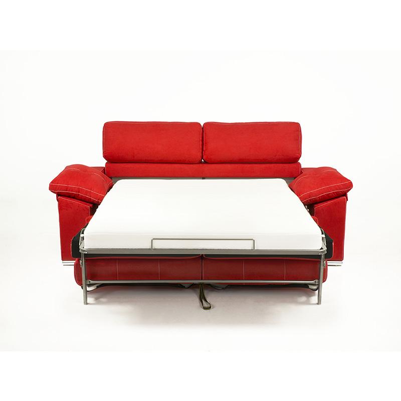 Sofá cama color rojo modelo Afrodita vista con la cama desplegada para dormir 2 personas muy confortablemente.
