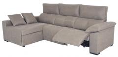 Sofá modelo Davinci 3 plazas color marrón con chaise longue y asientos abatibles confortables.